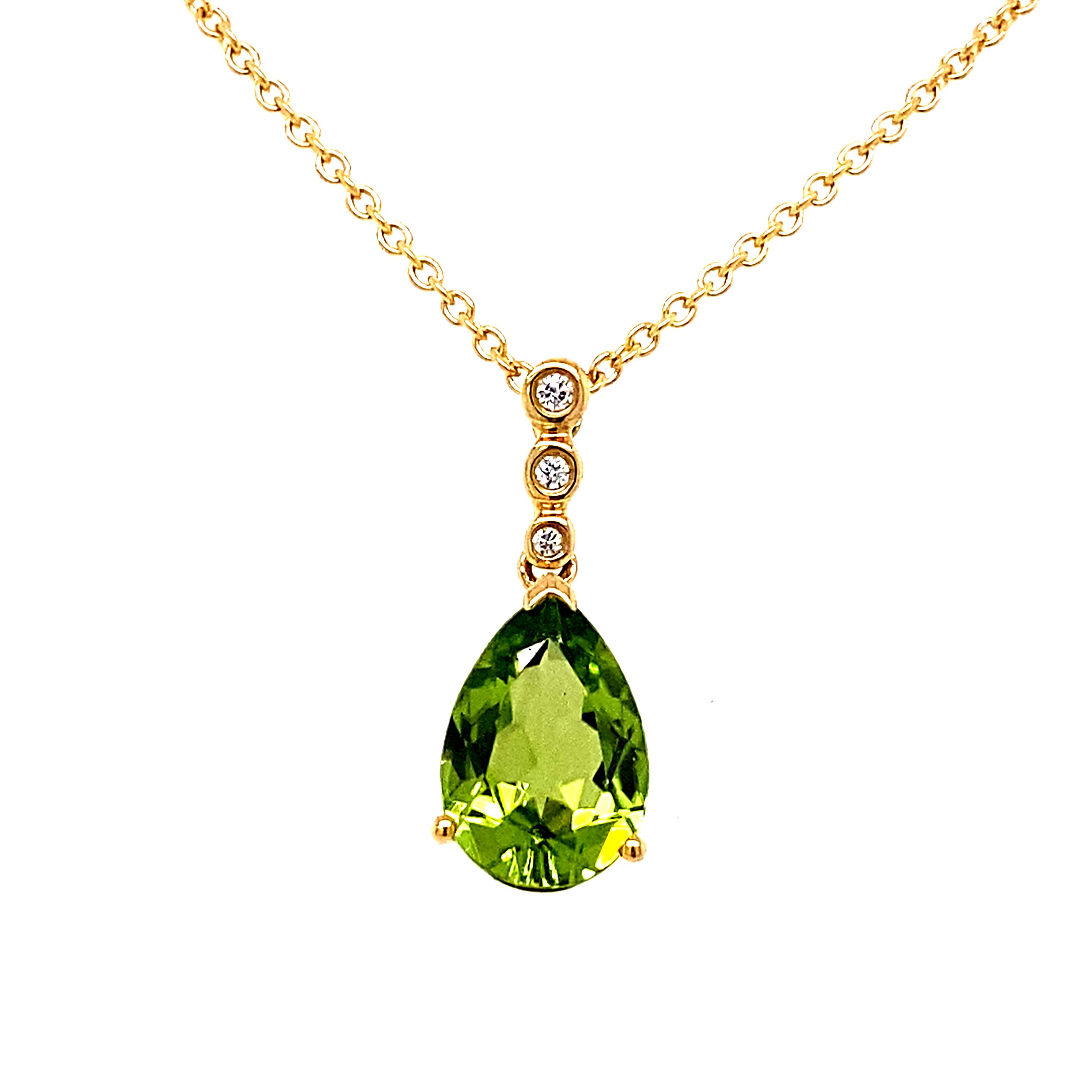 18 Carat Yellow Gold peridot and Diamond Pendant