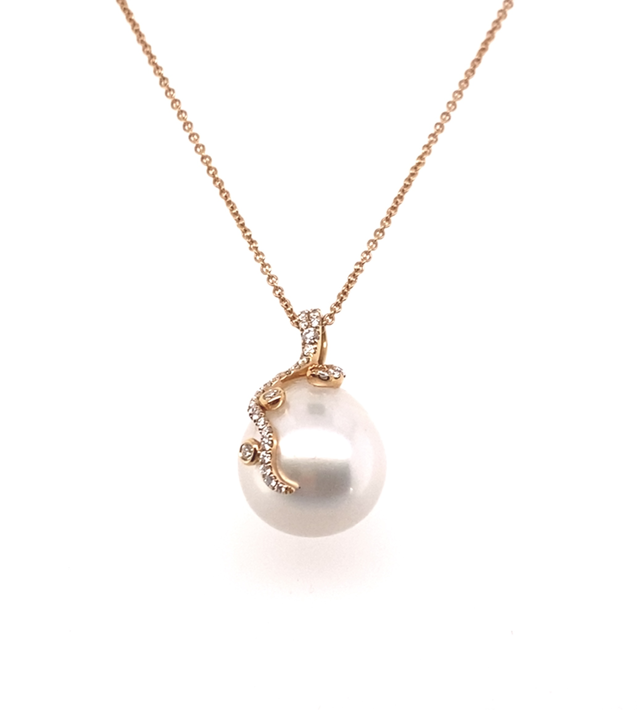 A South Sea Pearl pendant in 18ct Rose Gold